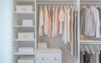 Tá na hora de organizar o guarda-roupas? Siga essas dicas básicas!