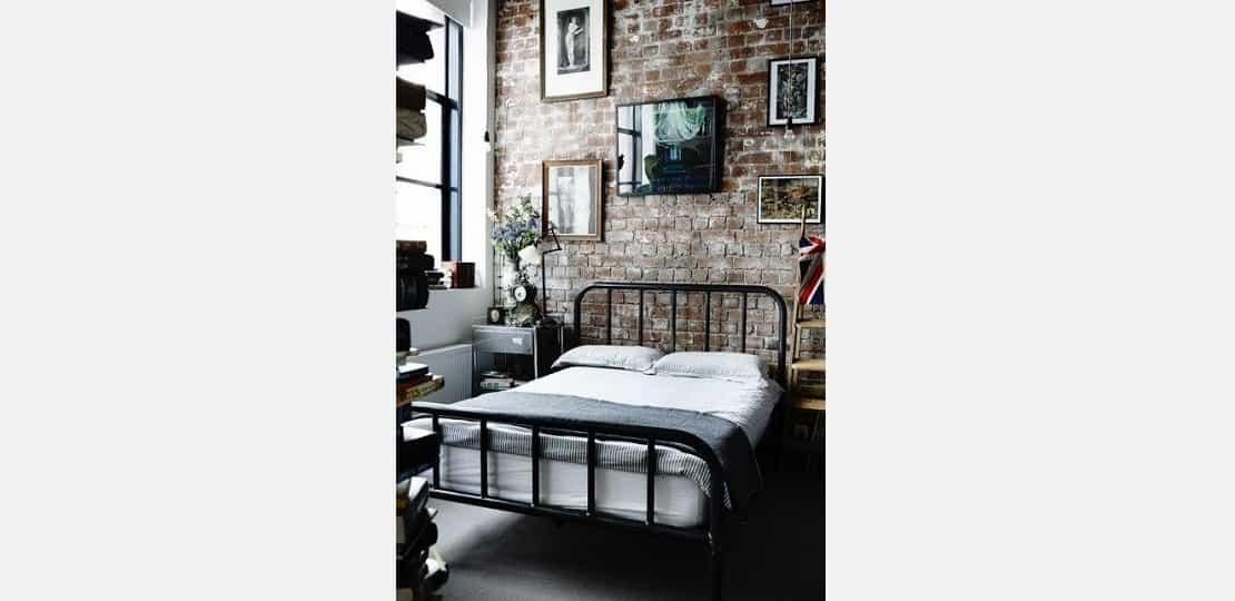 cama com estrutura de ferro