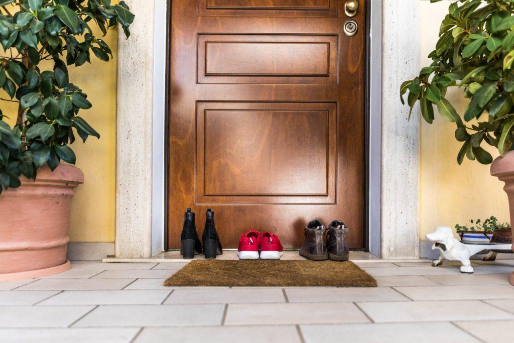 Sapatos na entrada
