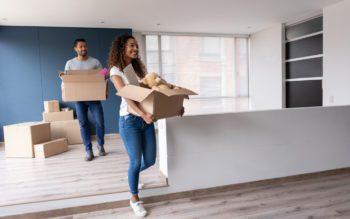 Registro de Imóvel - Jovem casal se muda para casa nova