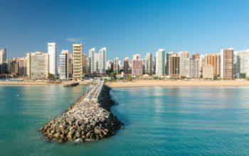 Foto que ilustra matéria sobre morar em Fortaleza mostra a famosa Praia de Iracema, na Capital Cearense.