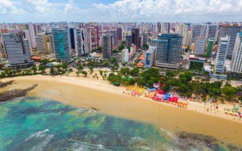 Foto que ilustra matéria sobre os bairros nobres de Fortaleza mostra a Praia de Meireles vista do alto