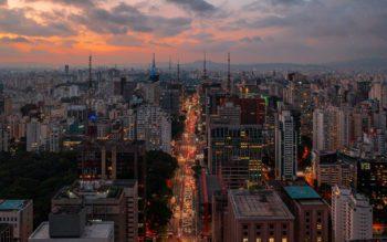 Imagem panorâmica da Avenida Paulista, no Bairro Cerqueira César