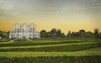 Foto que ilustra matéria sobre morar em Curitiba mostra a icônica estufa de vidro do Jardim Botânico da cidade ao entardecer.